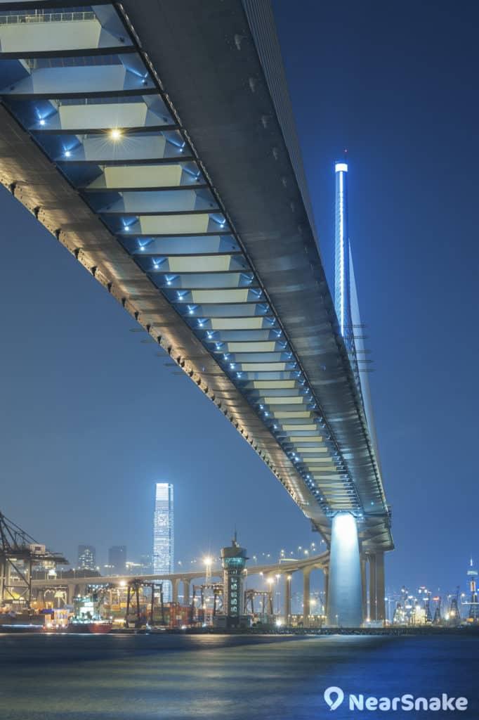 昂船洲大橋橋底是攝影愛好者的拍攝取景熱點。
