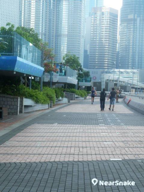 長長的中西區海濱長廊,最大用途當然是供民眾作跑步之用。