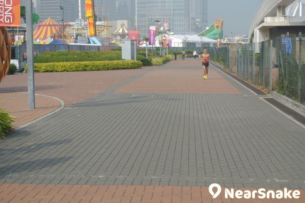 中西區海濱長廊並非全部毗鄰海傍,部分是由公園延伸。
