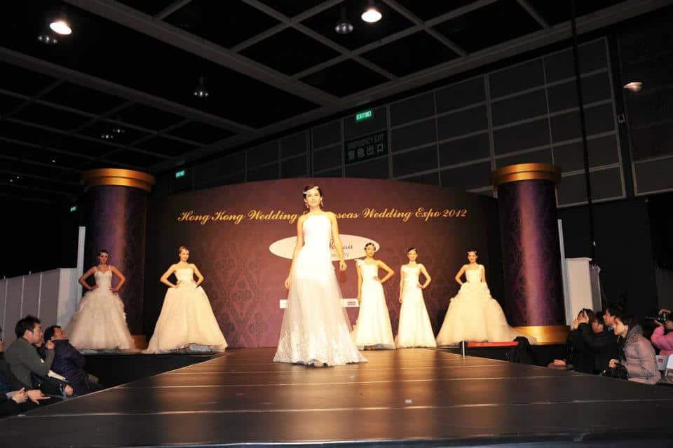 香港婚紗暨海外婚禮博覽 2018 會場上將舉行舉行婚紗晚裝 Catwalk Show,由模持兒穿不同款式的婚紗、晚裝、裙褂。