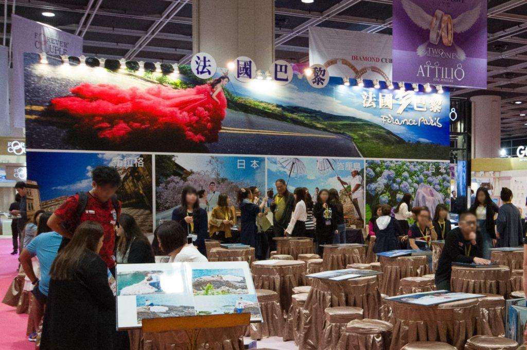 香港婚紗暨海外婚禮博覽 2018 會展出婚紗婚禮攝影、場地佈置、顧問及蜜月旅行等婚禮服務及用品。