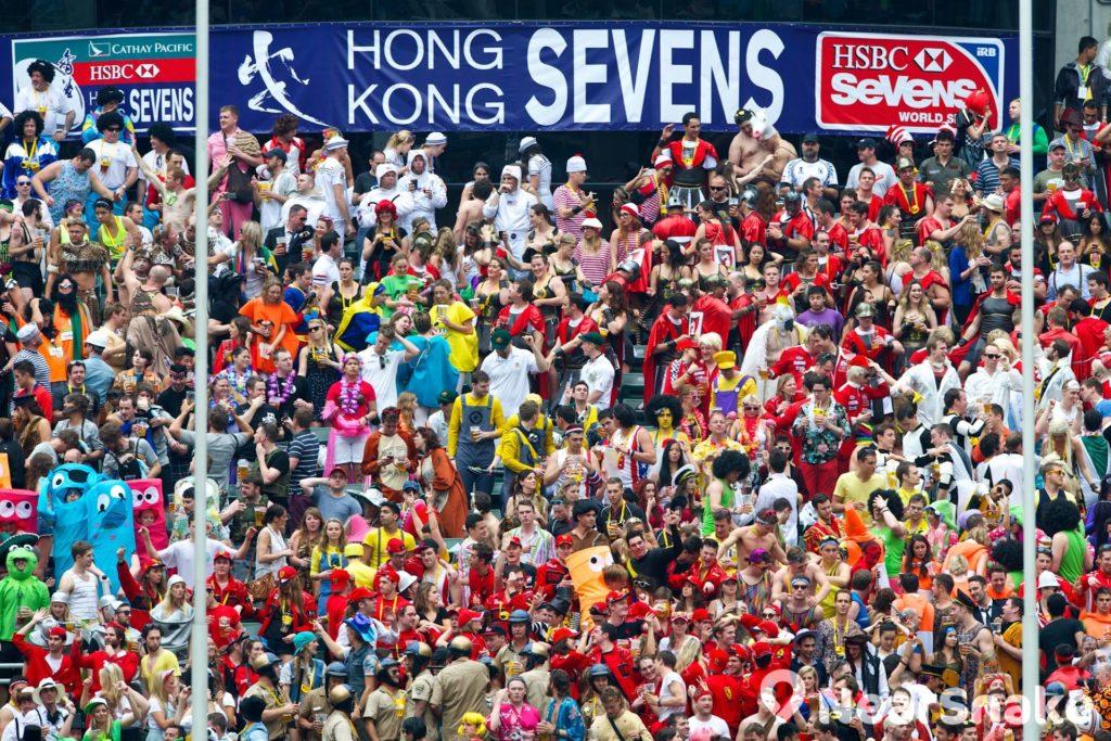 每屆香港國際七人橄欖球賽均吸引不少外國遊客及香港居民進場觀看。