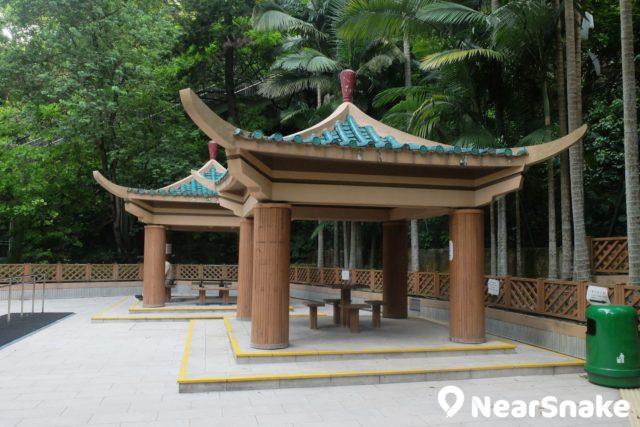 大坑蓮花宮旁有一個休憩公園,內裡有兩座中國式涼亭,建議不妨多行兩步去欣賞。