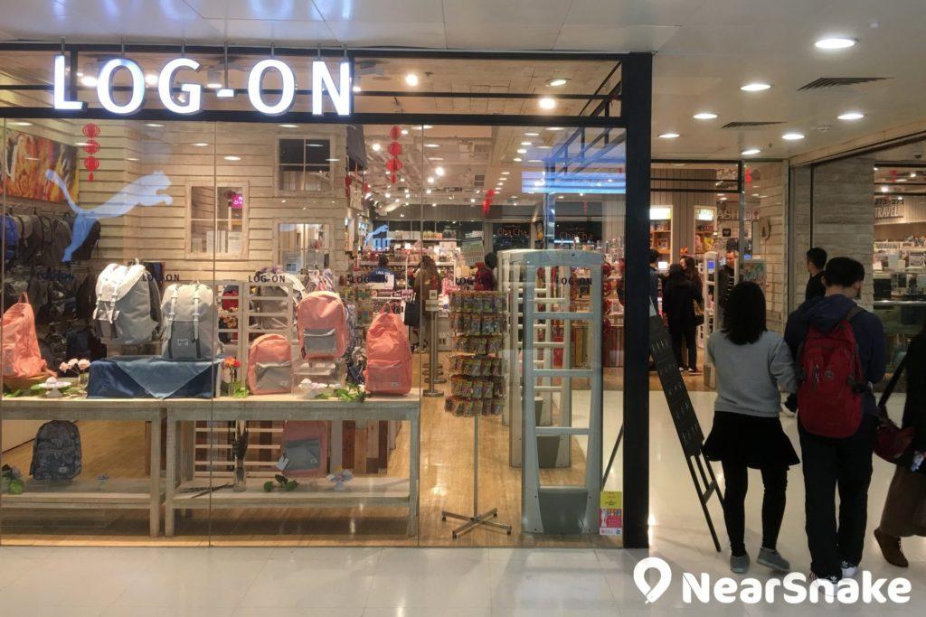 位於大埔超級城 B 區的 LOG-ON,主要售賣各式潮流禮品玩意。