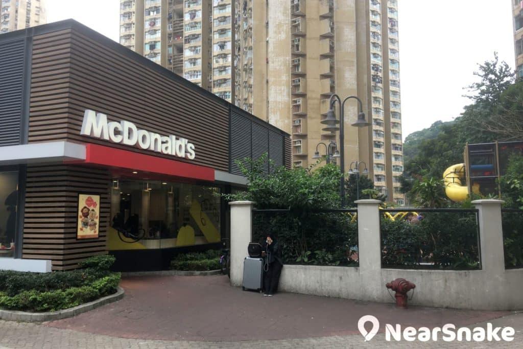 太和廣場麥當勞餐廳店外設有香港唯一戶外 PlayPlace 樂園,可供 5 至 12 歲的小孩子遊玩,逢星期二至日上午十時至下午六時開放。