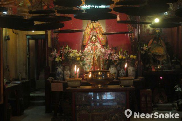 文武廟列聖宮內有觀音娘娘坐鎮,慈悲普照宮內聖人。