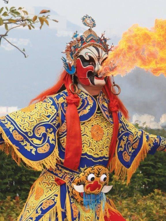 海洋公園請來得台灣「九天民俗技藝團」上演集傳統台灣廟會文化及創新舞台製作於一身的「鼓樂吉慶大匯演」。