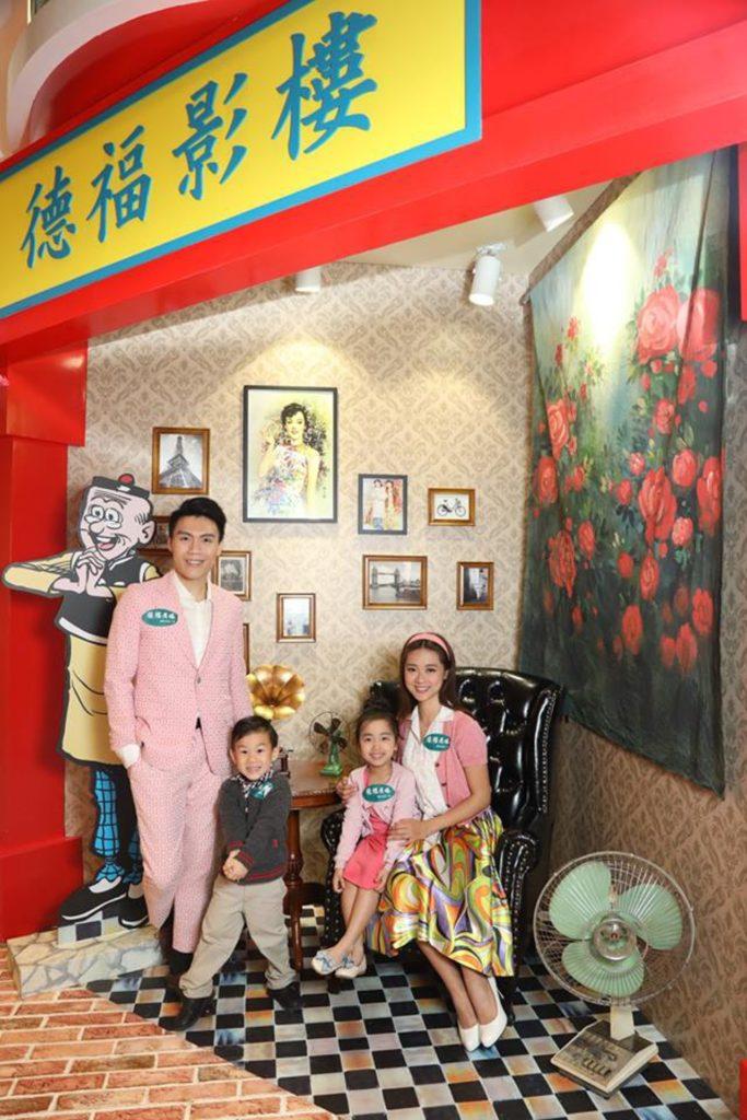 影樓 - 從前私人的相機昂貴,很多人會去拍攝全家福或喜慶的照片。