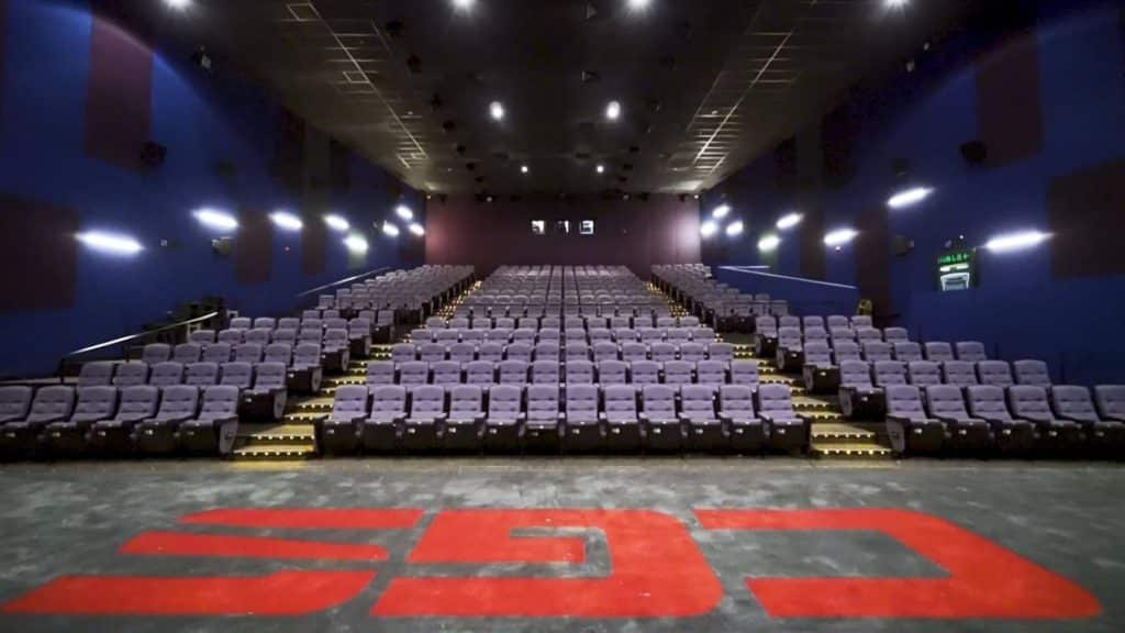 數碼港百老匯戲院 1 院已換上闊 19.1 米、高 8.7 米的巨幕,躍居為港島區最大的戲院銀幕。