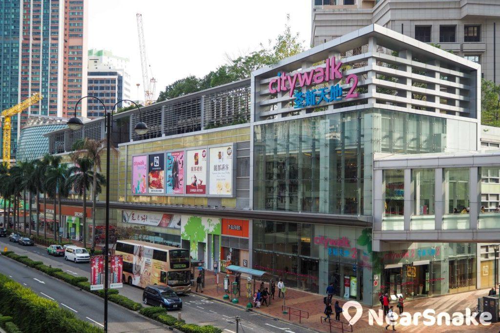 荃新天地 2 期商舖以提供娛樂設施和發售生活用品為主,人流不及 1 期多。