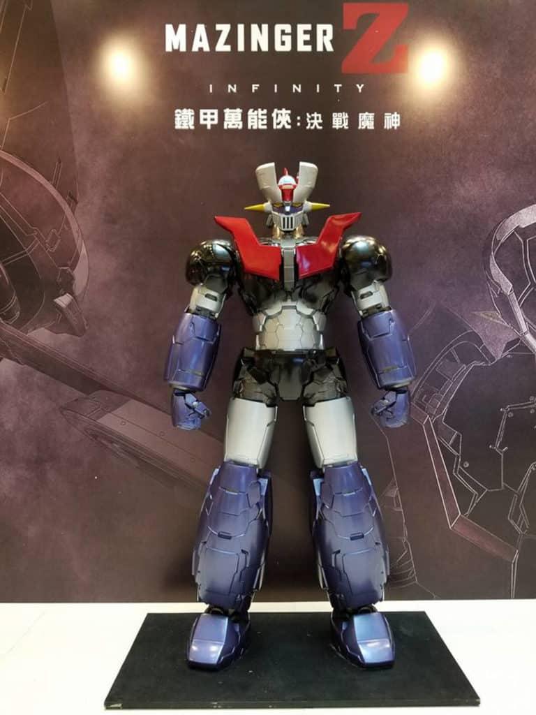 劇場版主題展展出 2 米高鐵甲萬能俠及限量版模型。