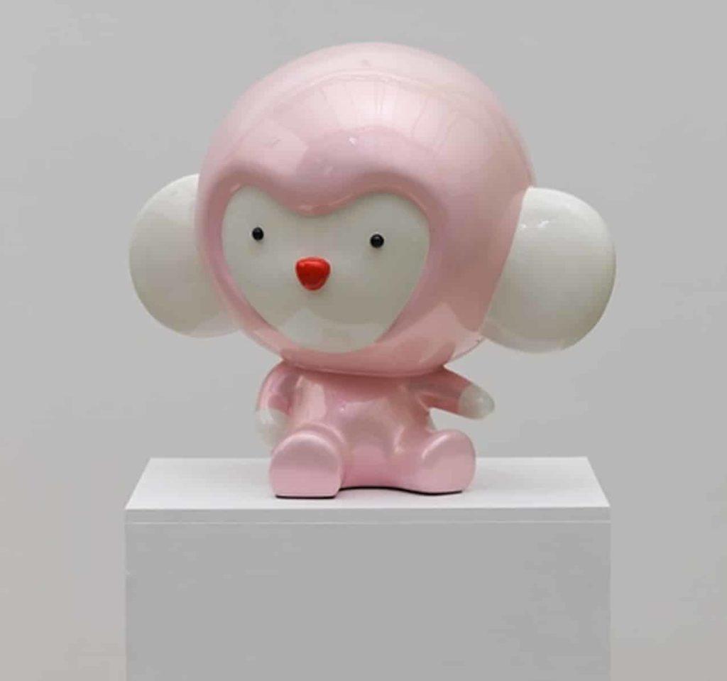這隻造型有趣的小猴子昰韓國藝術家盧濬的作品之一。