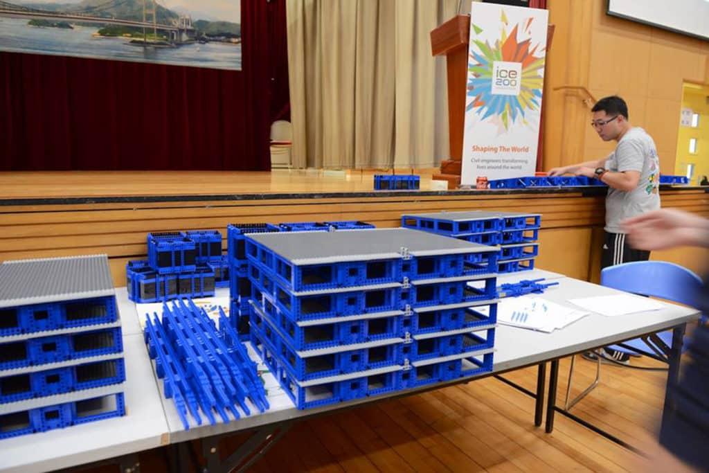 「全球最長樂高積木橋」展覽由建築工程顧問公司 AECOM 、英國土木工程師學會(ICE)及港鐵聯合舉辦。