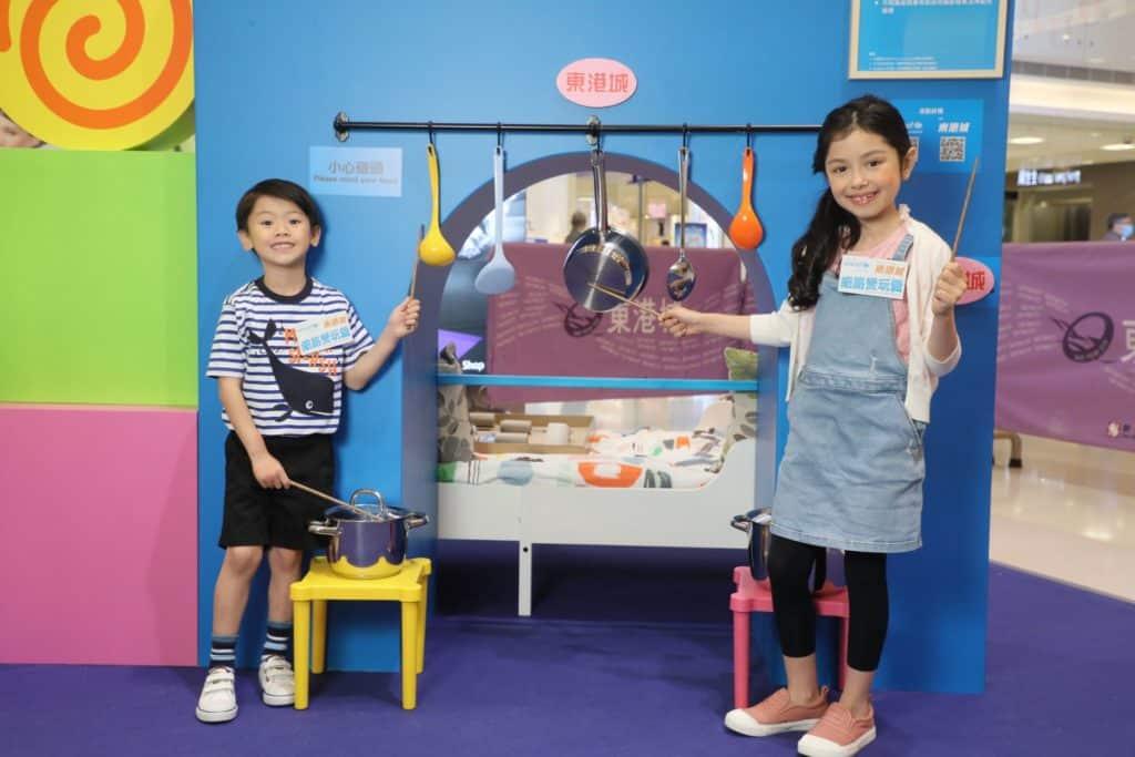 UNICEF HK × 東港城細路的模擬家居探索區利用家中簡單器具和材料,創造出有意義的小遊戲。
