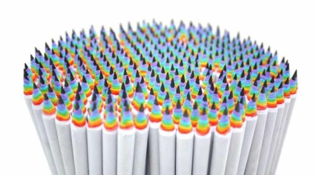 凡進入七彩市集會場者可獲贈彩虹鉛筆。數量有限,送完即止。