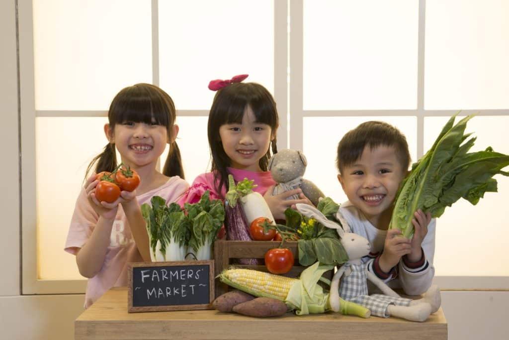 愉景新城在 5 月份的週末將舉辦「農夫市集」及 The Green Atrium 親子工作坊,為媽媽們從本地農場精選新鮮有機蔬果。