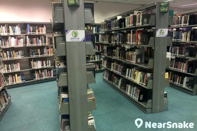 電影資料館圖書館藏按電影劇本、人物、故事作分類,其中也有特別分類,例如解構李小龍的功夫便佔了一列書架。