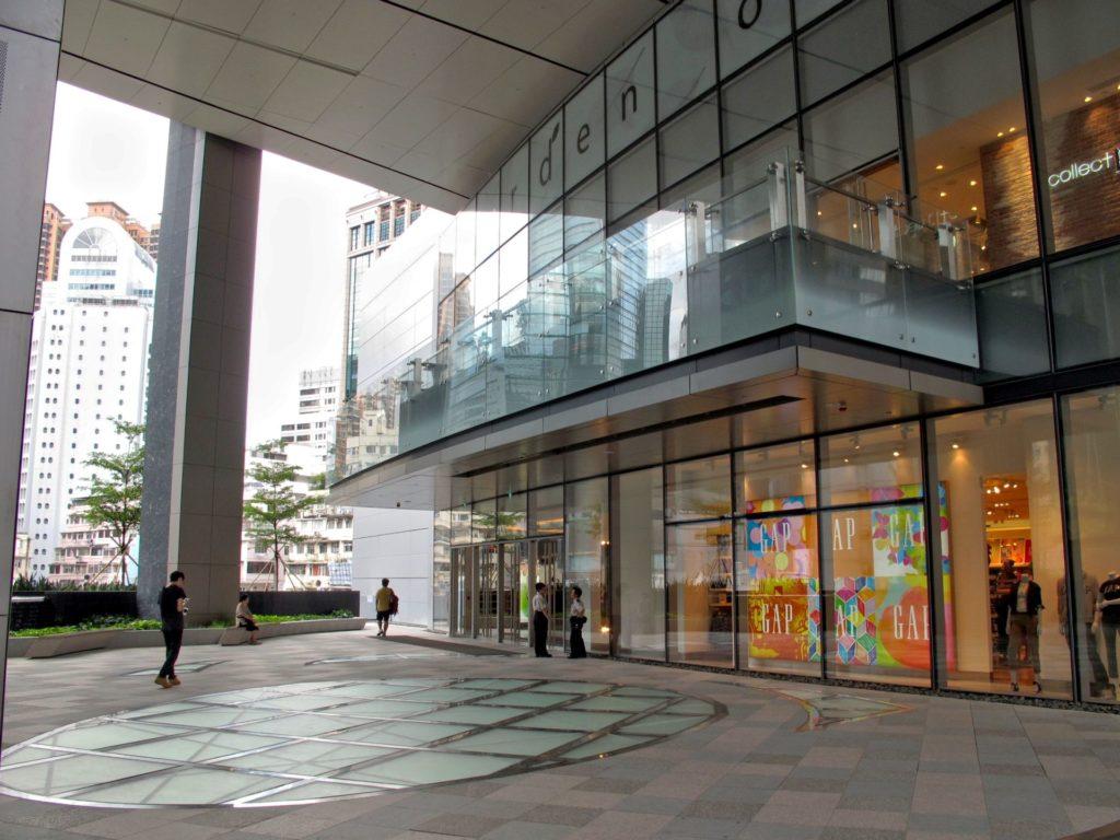 希慎廣場 4 樓的空中花園,可讓遊人逛街逛到倦時休息一下,有時更會有商場活動在此舉行。