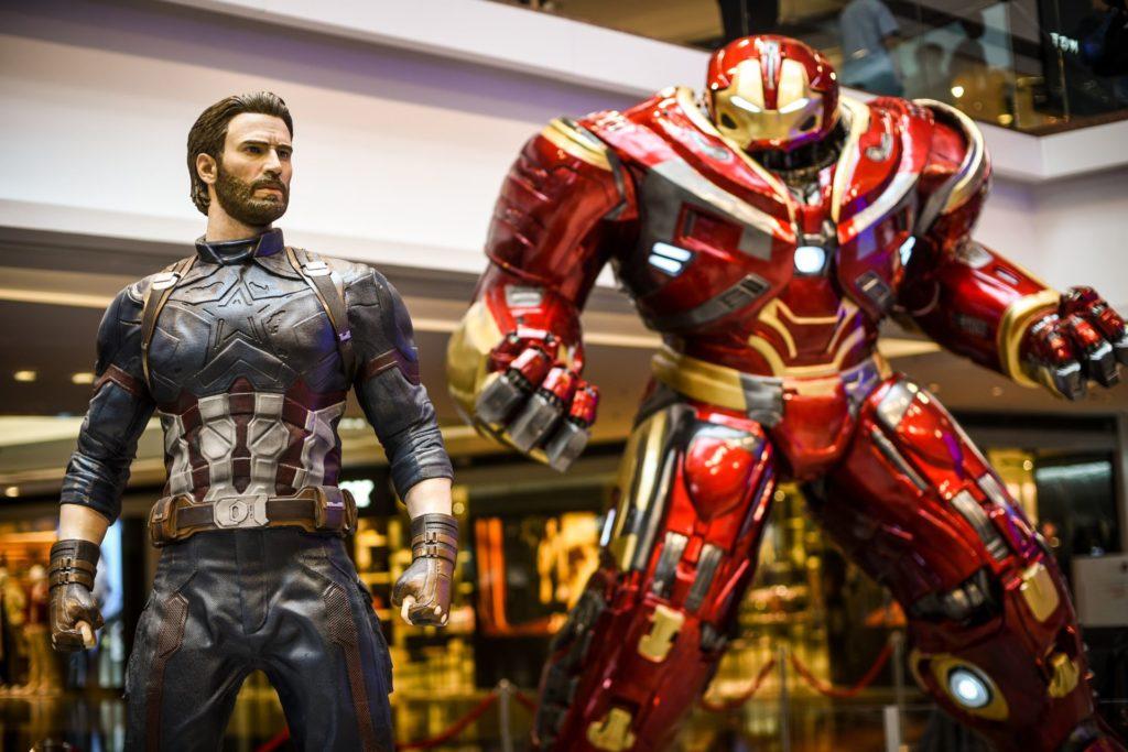 Marvel 復仇者聯盟3:無限之戰展覽展品:美國隊長(Captain America)與 Hulkbuster。