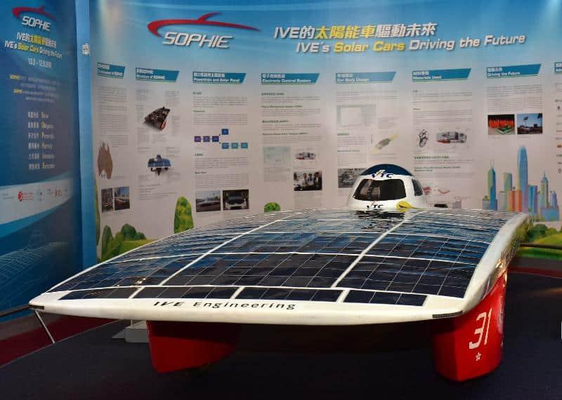 假香港科學館舉行的「SOPHIE——IVE 的太陽能車驅動未來」展覽,展出由職業訓練局機構成員香港專業教育學院工程學科師生在港研發的SOPHIE IV 太陽能車。