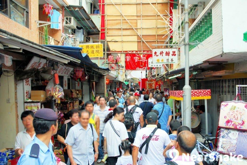 太平清醮期間,大批遊客到訪長洲,令街道變得水泄不通。