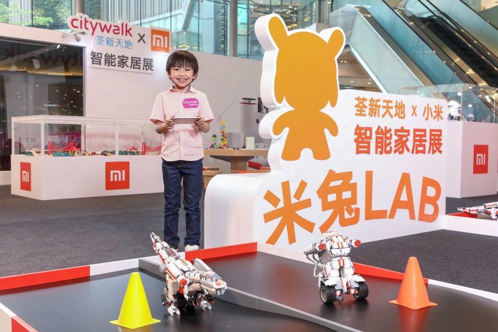荃新天地「小米智能家居體驗區」內設有「米兔 LAB」,可讓小朋友即場學習編寫簡單機械人程式。