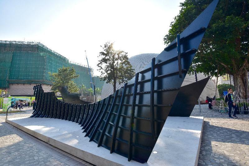 「城長•成長」戶外裝置展覽展品:藝術家蕭國健作品《歲月漂流》。