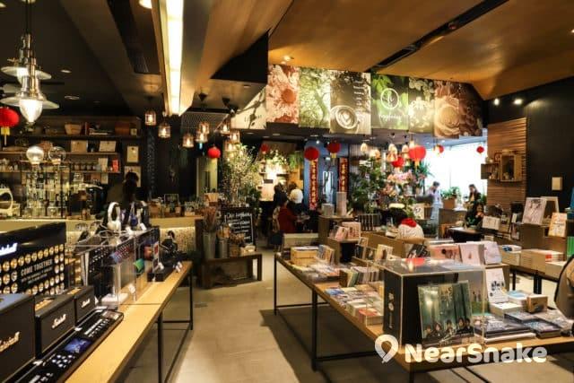 希慎廣場誠品書店除售賣書藉外,亦販賣音響產品。