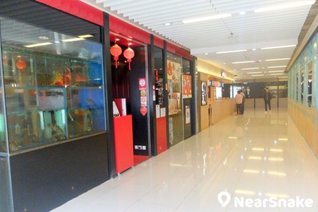 iSQUARE 國際廣場 L3 及 L6 層的食肆位處一隅,即使是晚上也是頗幽靜。