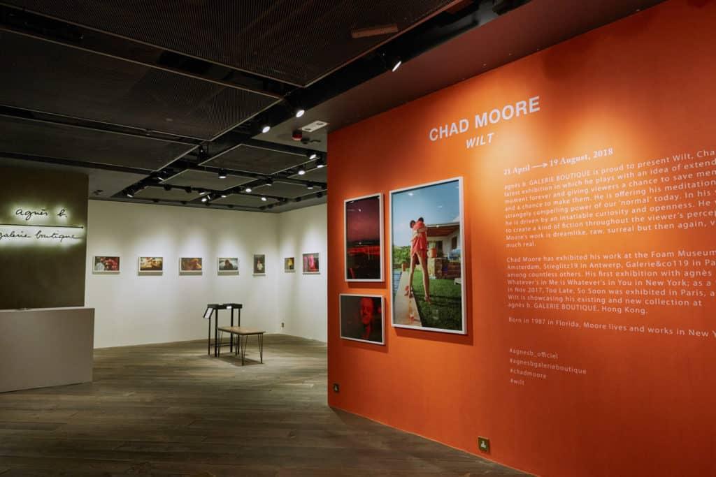 尖沙咀 K11 商場內的 agnès b. Galerie Boutique 舉辦 Chad Moore 首個個人展覽「WILT」。