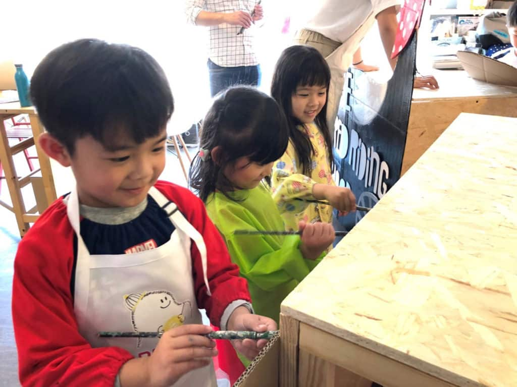 黃埔新天地 Kids Kiss Mommy 親子祭上內的「童話.童樂市集」,由攤檔設計、手作品製作及實地擺賣均是由孩子主導。