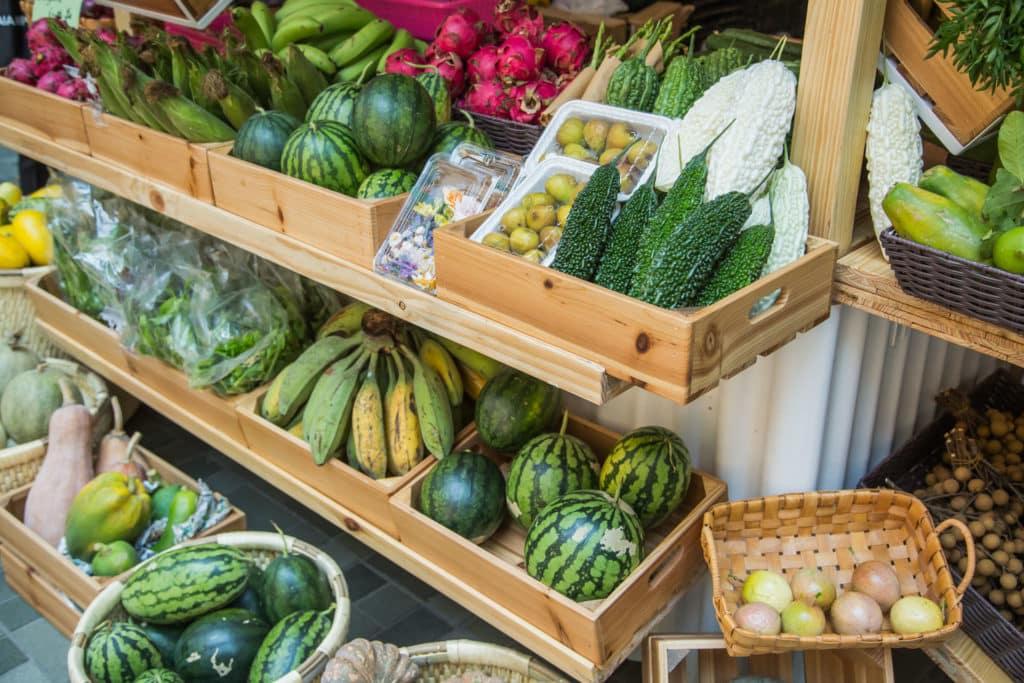 糖廠街市集限定農夫檔帶來各種有機時令蔬果。
