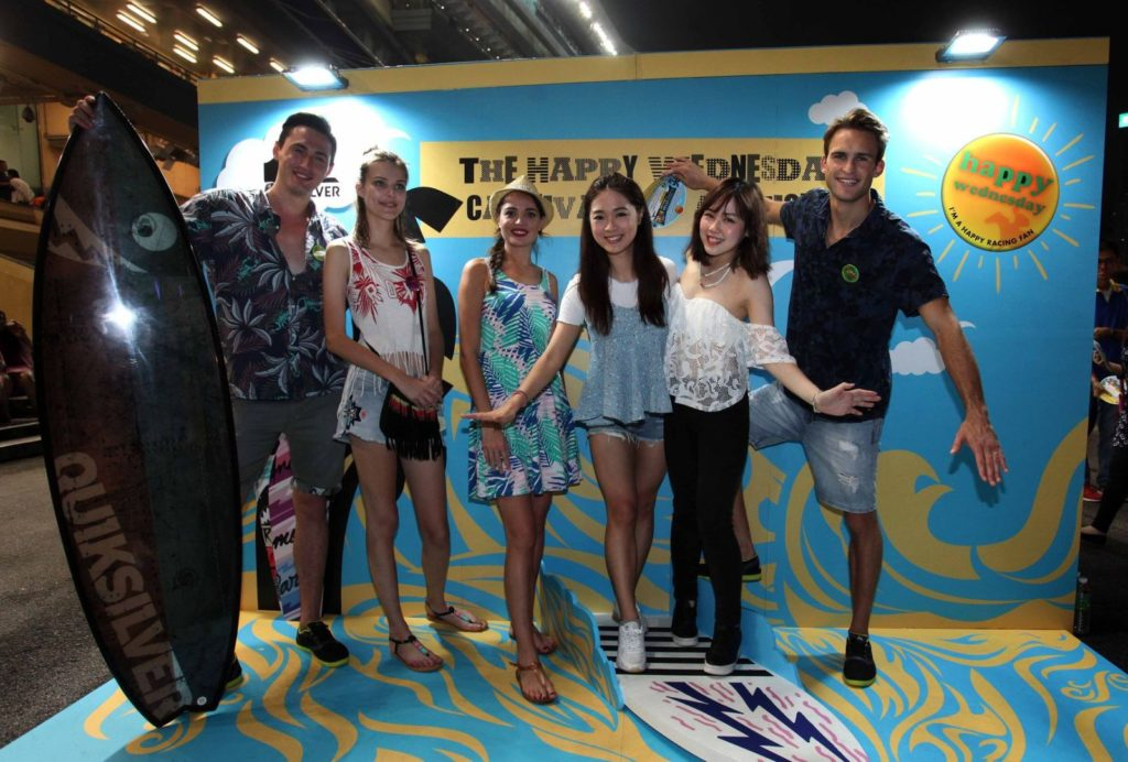 快活谷 Carnivale of Action 派對現場設自拍比賽,每週均送出由香港航空贊助的來回台北機票兩張。