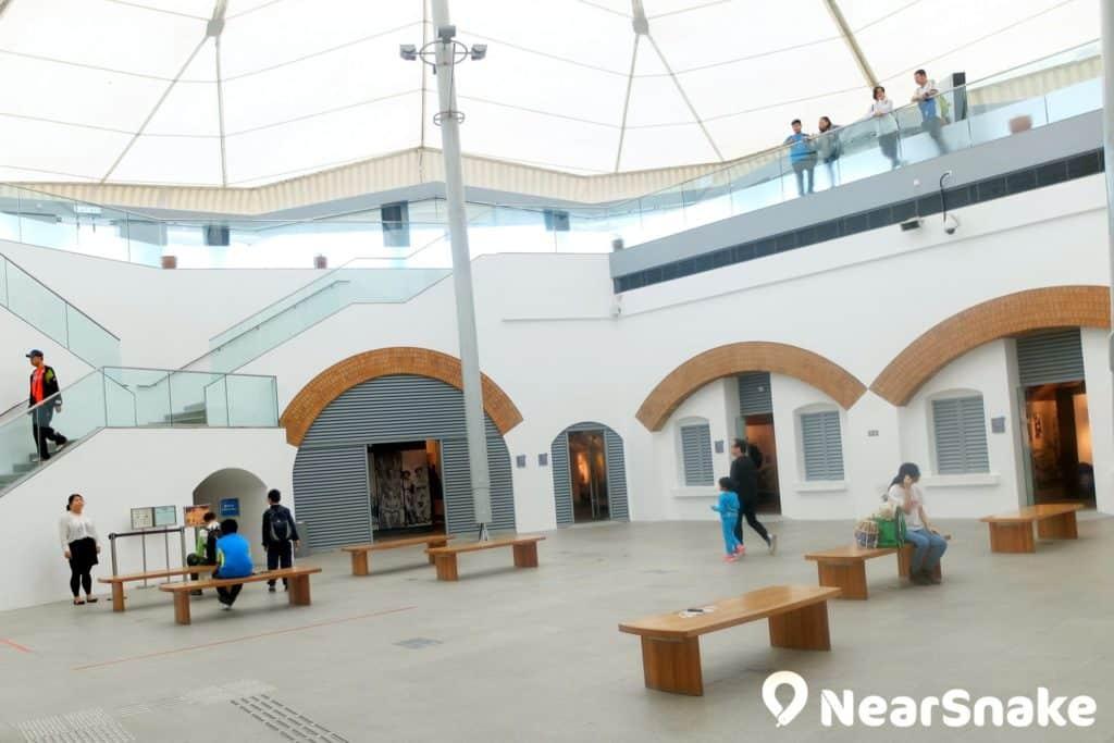 堡壘是博物館的主體建築物,修復後以特製的帳篷覆蓋,成為現今的香港海防博物館堡壘大堂。