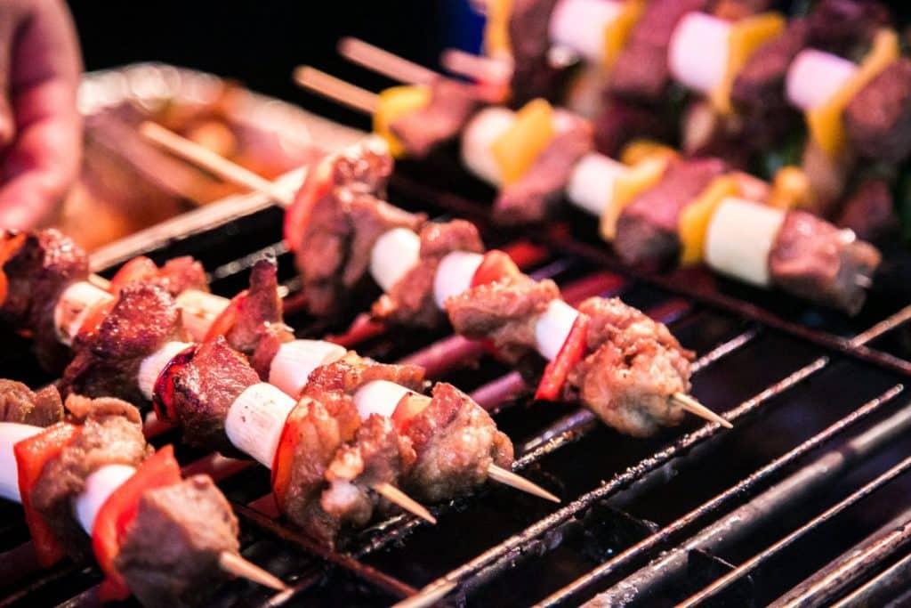 美食方面,蘭桂坊音樂啤酒節 2018 上設有來自世界各地的美食攤位,如:漢堡包、三明治、烤香腸、串燒。