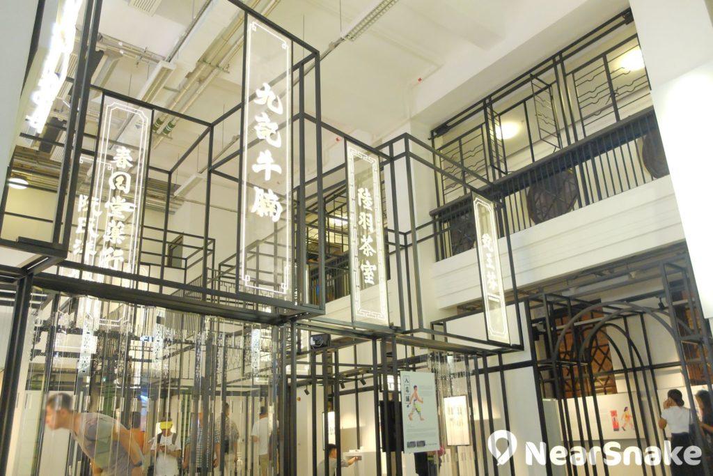 大館內的前警察總部大樓地庫已改建作展覽廳,以供舉辦與舊香港文化相關的展覽。圖片所示的是 2018 年 5 月至 9 月舉行「大館一百面」展覽。