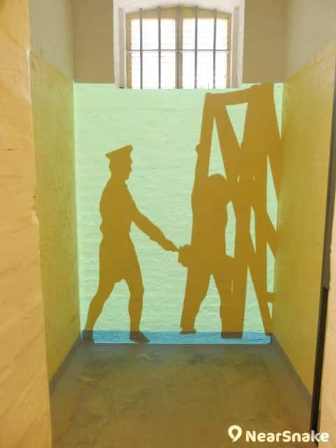 大館 A 倉內設有投影裝置,讓大家藉投射影像重溫昔日囚犯的生活情況。