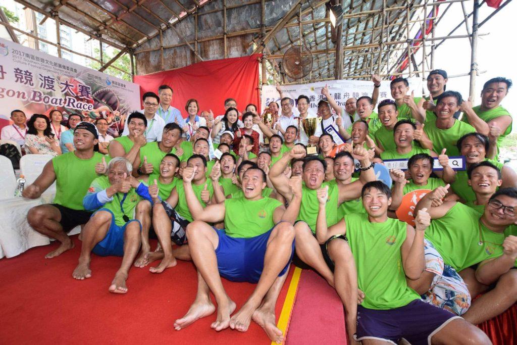 香港仔龍舟競渡每年吸引不少划龍舟健兒一較高下。