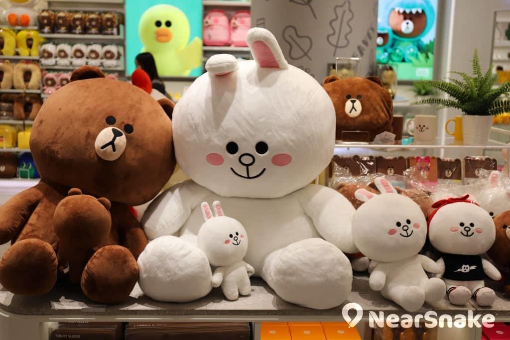 兔兔與熊大的公仔放在一起,自然是 apm LINE FRIENDS store 內的拍照打卡位之一。