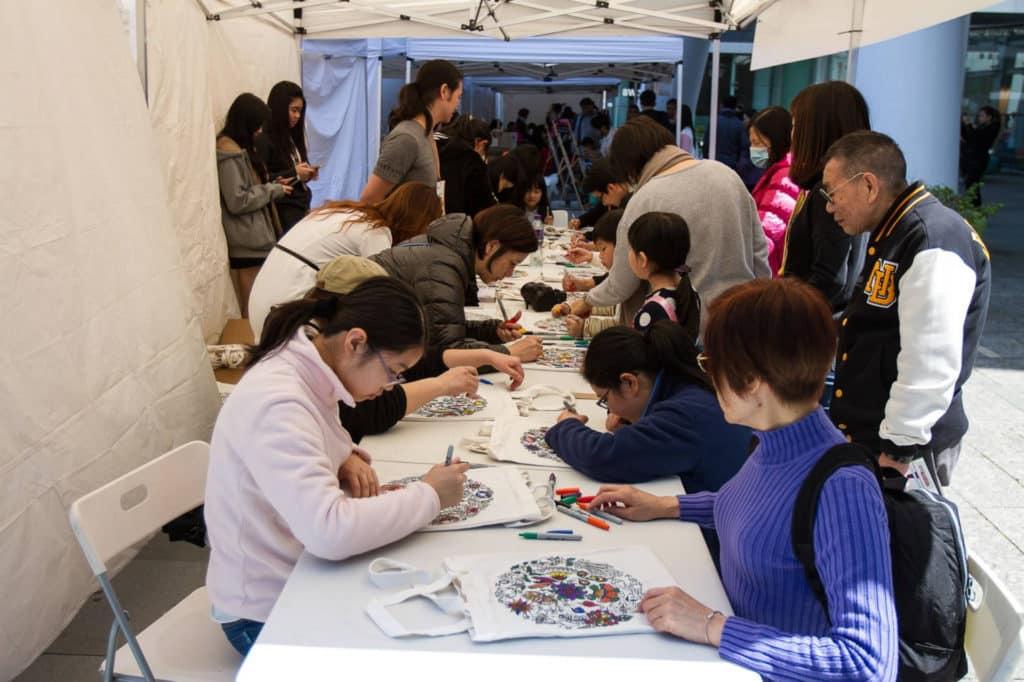 青協創意美食嘉年華提供免費手工藝工作坊。