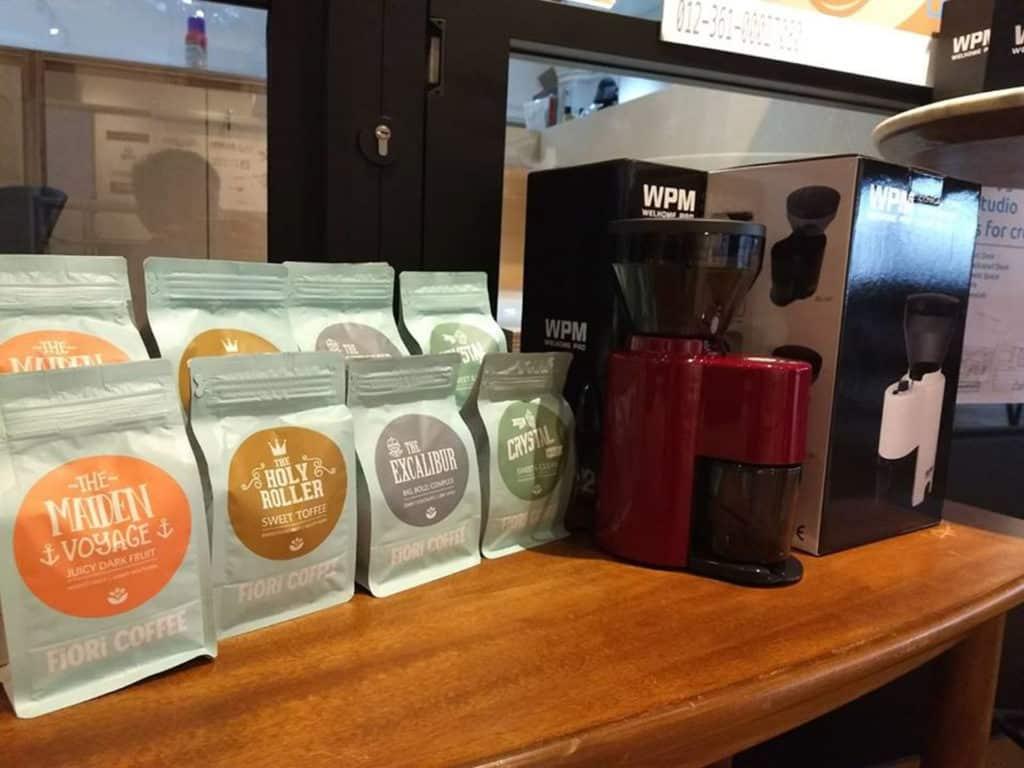 青協創意美食嘉年華的咖啡生活區內有香港著名咖啡調配師調製特色咖啡。