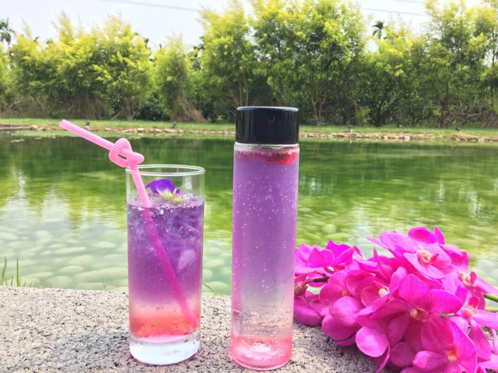 《天使花園休閒農場》的蝶豆玫瑰飲。