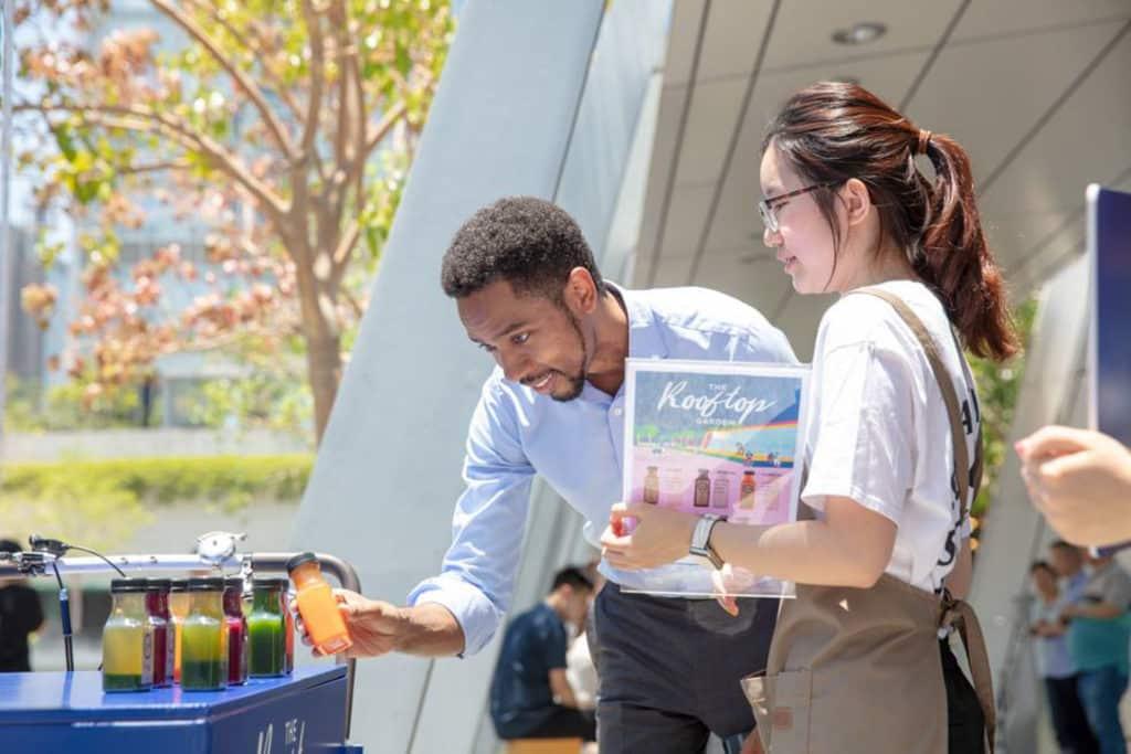 ifc mall 四樓平台花園現場將會免費派發冷壓果汁,適合一眾講求健康的上班族。