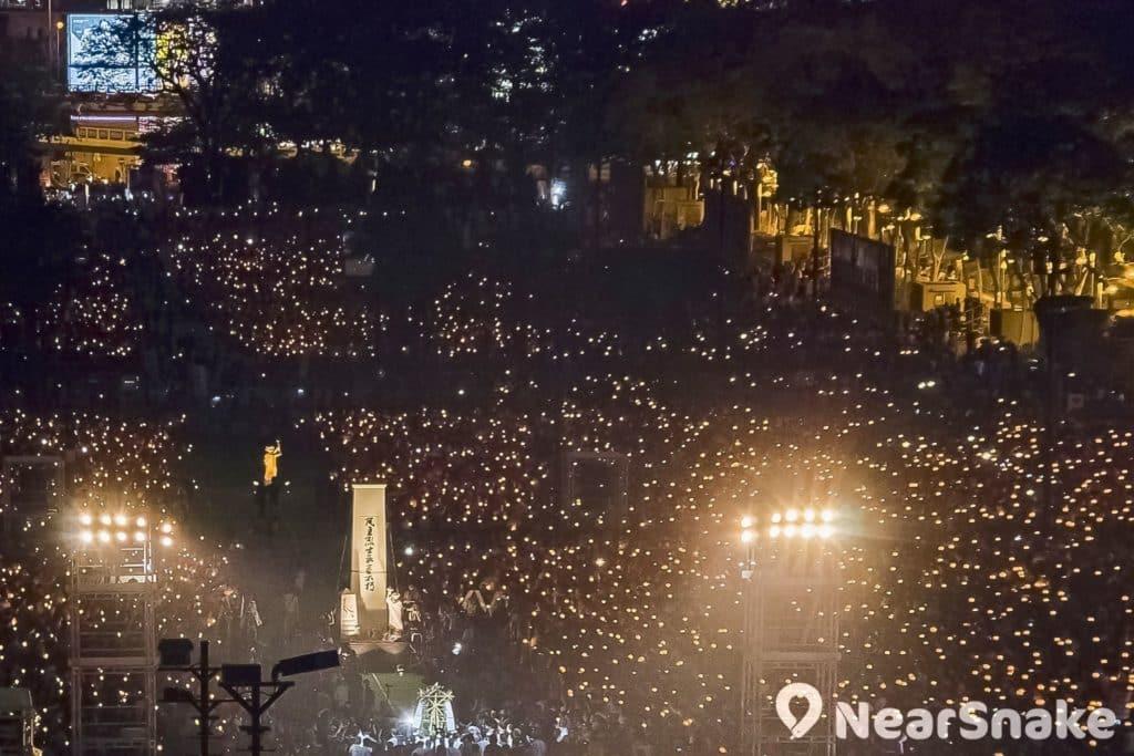 支聯會公布,2017 年六四晚會人數為 11 萬。