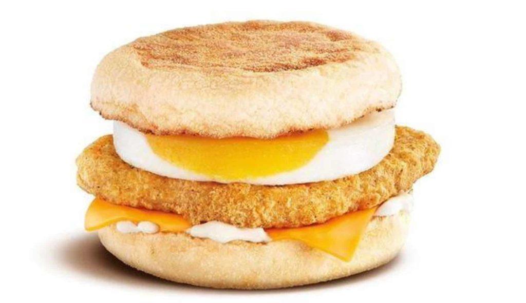 全新「芝蛋脆雞堡」亦將於 5 月 17 日登場。