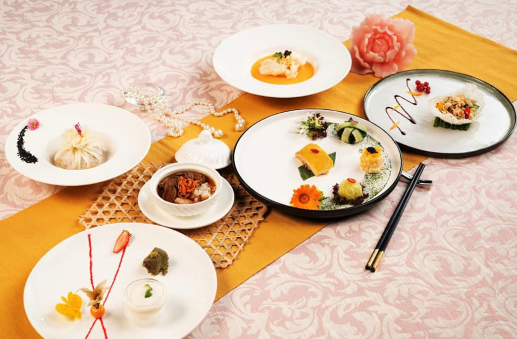海洋公園海龍王餐廳趁母親節推出 「龍」 情晚市套餐。