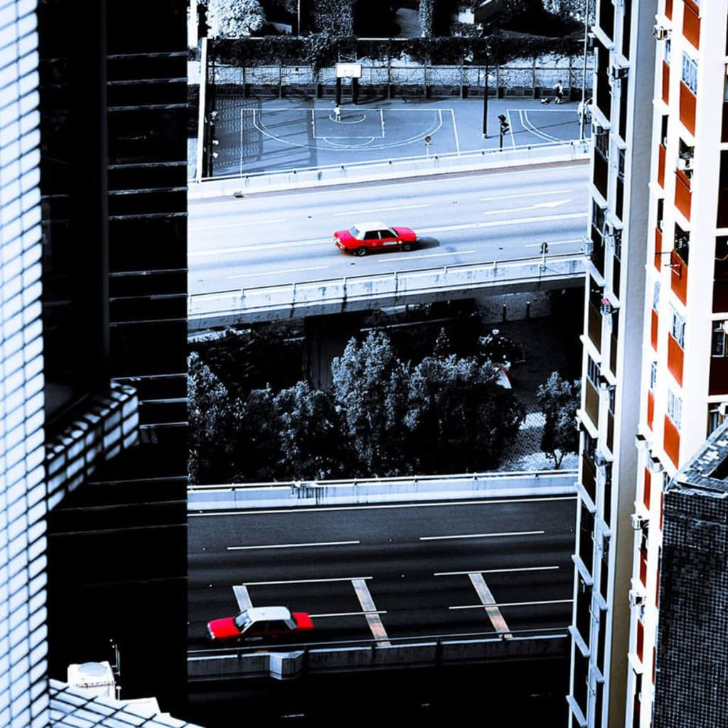 Alex Reyval 以俯瞰視角拍攝香港的高樓大廈。
