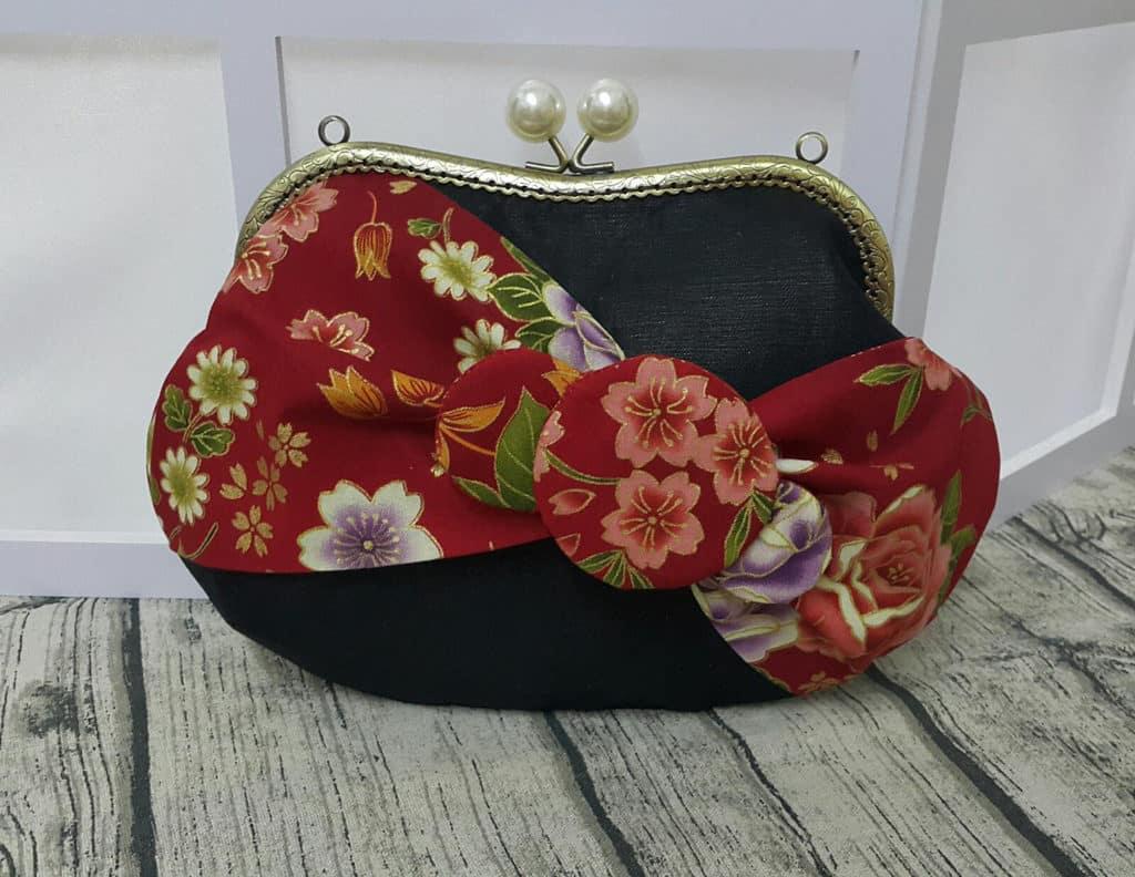 店主Cathy為這次設計展創作了和風味道的Hello Kitty蝴蝶結口金包,小巧別緻,又能放手提電話、八達通等貼心小物。