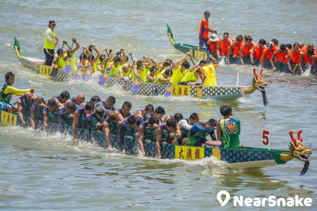 大澳端午龍舟遊涌儀式過後,居民會舉行龍舟競渡比賽。