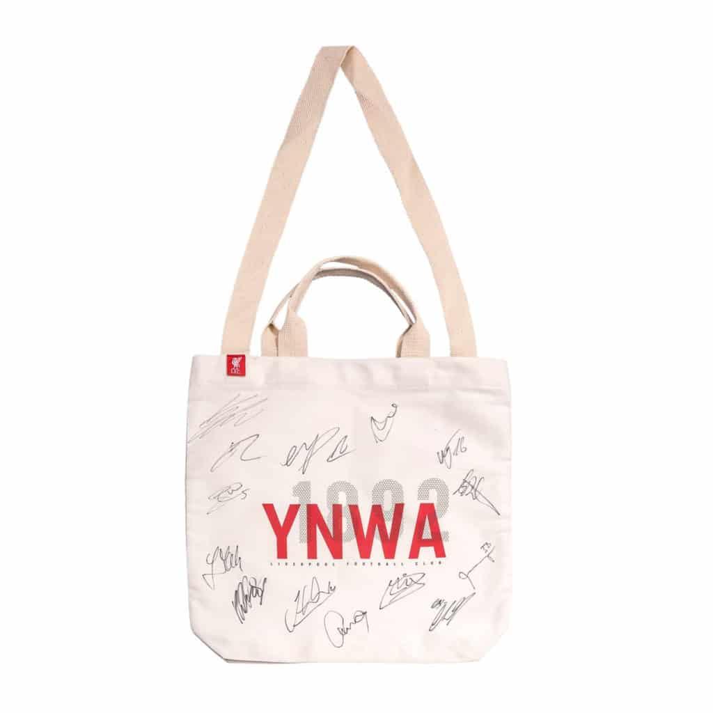 利物浦多位球員簽名的 YNWA 手挽袋